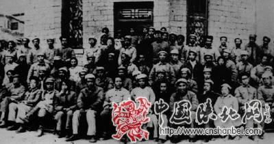 毛泽东、朱德等与参加文艺座谈会人员的合影